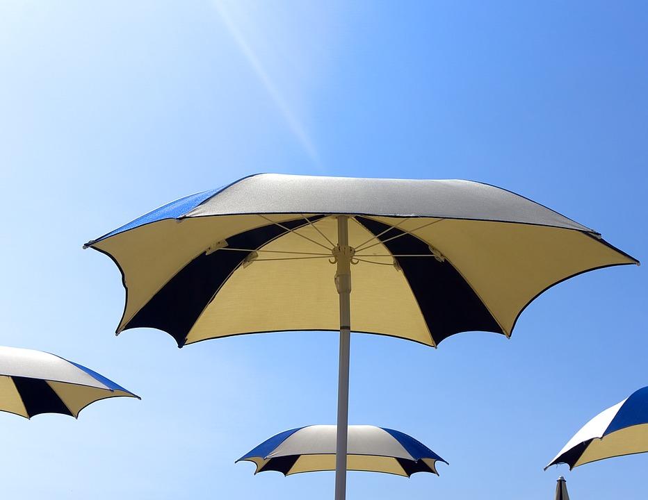 Les parasols publicitaires: efficaces pour une campagne promotionnelle